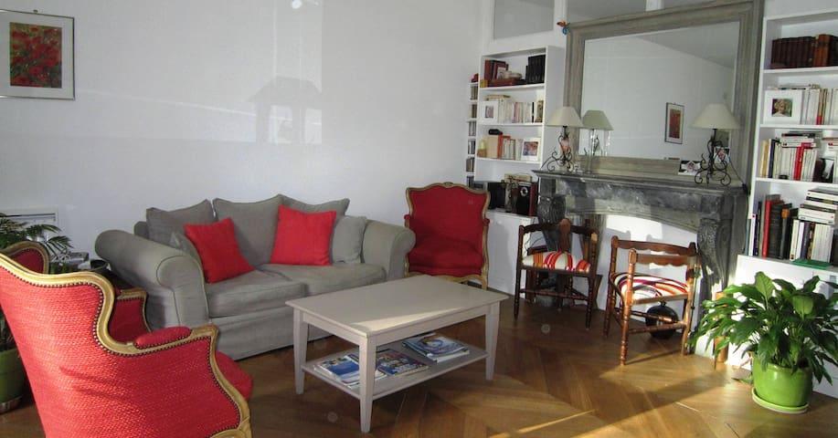 Appartement cœur du village- Terrasses- P privé - Asnières-sur-Oise - Lägenhet