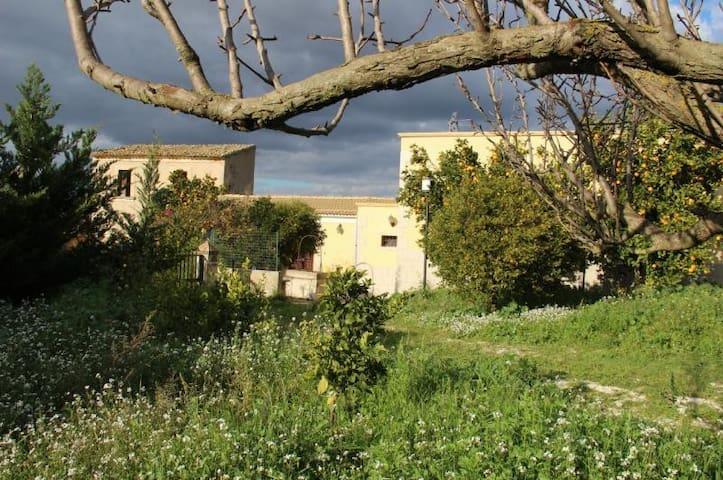 Splendida villa in campagna (Sicilia orientale) - Mortilla-quaglio - Huis