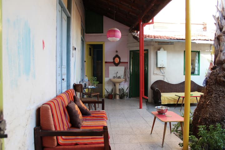 Comfy room with nice garden in the city center - Limassol - 獨棟
