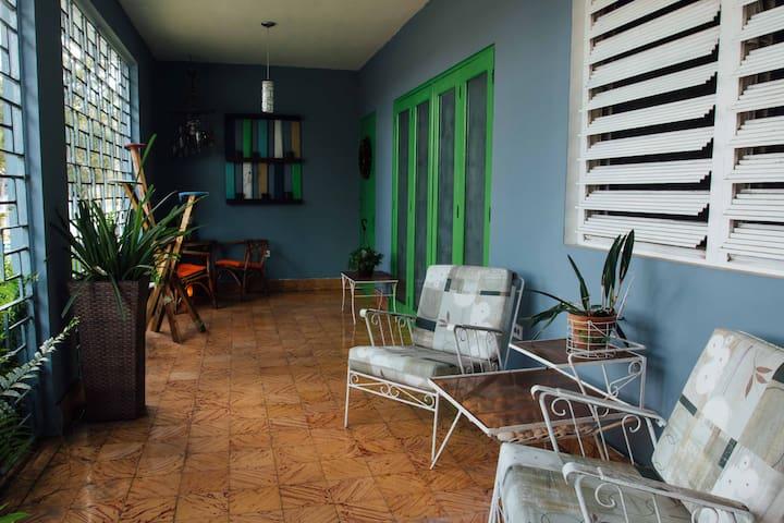 """Casa Ficus"" comfortable mid century modern home - Caguas - Hus"
