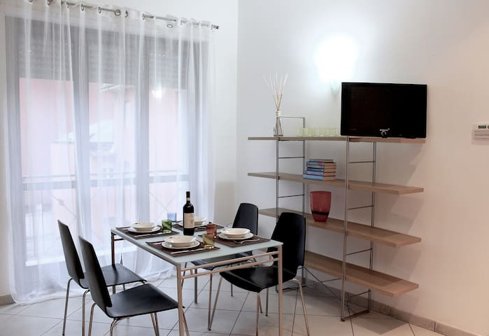 Crissi Home - Flat very close to the stat downtown - Alba - Huoneisto
