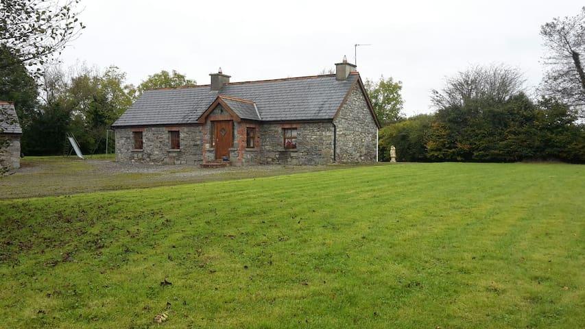 Historic & Luxourious Hazel Cottage - Ballyhahill - Ev