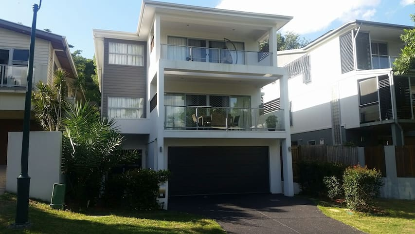 2nd Large room in contempory house - Highgate Hill - Bed & Breakfast