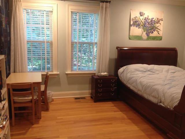 Queen Size Bedroom in Luxury Home - Wilton