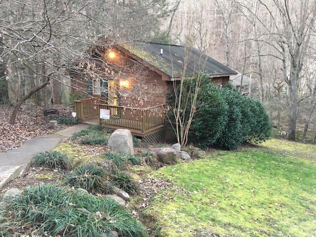 Cozy Mountain Cabin Escape - Sevierville - Kulübe