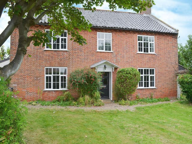 Spacious house, 6min walk to beach - Bacton - Hus
