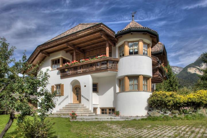 Alexander-Mountain Lodge - San Vigilio - Huis