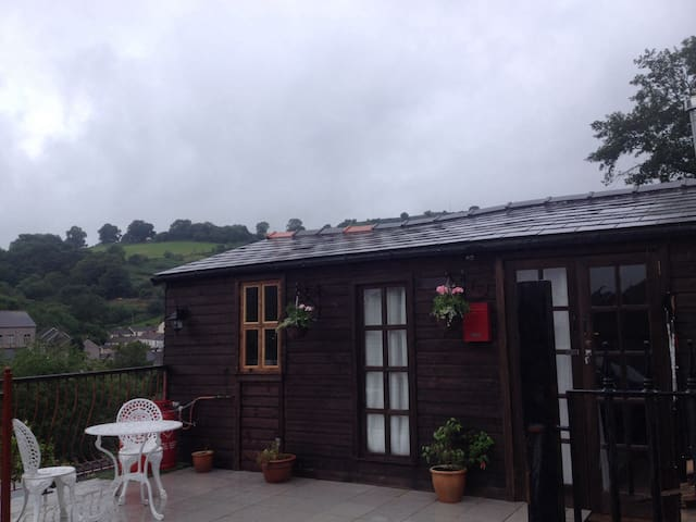 The Cwtch Lodge - Bargoed