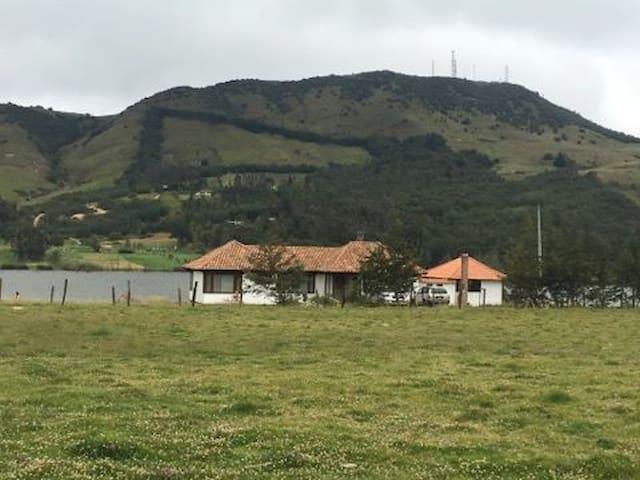 Hermosa casa campestre  frente a laguna de Suesca - Suesca - Přírodní / eko chata