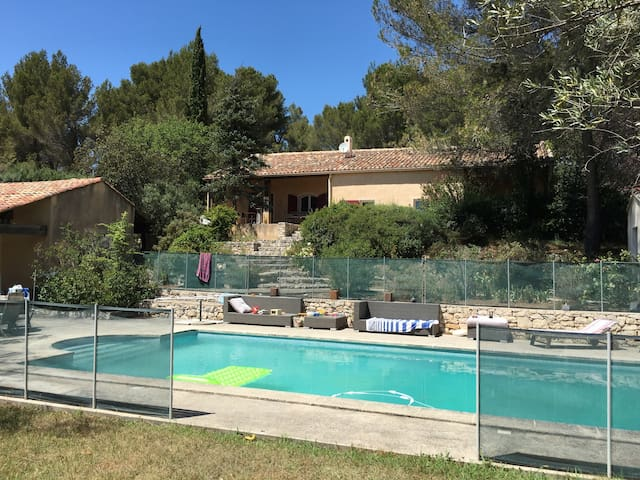 Maison familiale belle emplacement - Saint-Marc-Jaumegarde - Haus