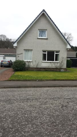 Spacious room with double and single bed. - Callander - Casa
