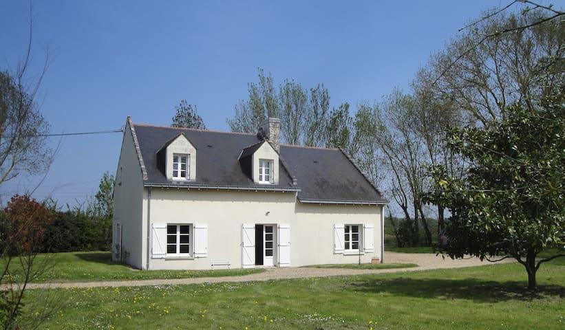 A charming cottage in the Loire - Saint-Clément-des-Levées - Дом