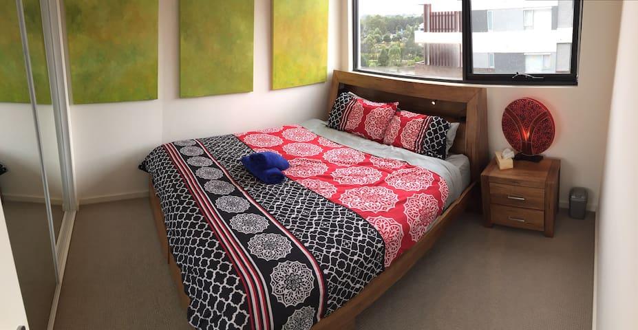 Modern 2 bed flat. Secure building - Riverwood