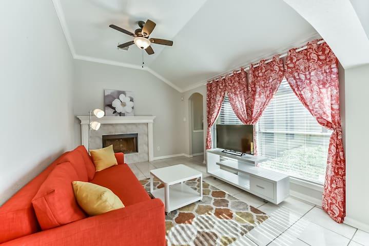 Spacious, beautiful, newly furnished retreat - Katy