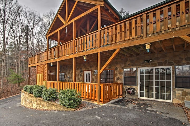 2BR Near Gatlinburg and Pigeon Forge! - Cosby - Houten huisje