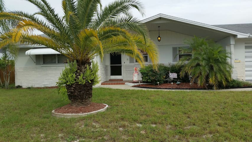 Lovely Winter Getaway Vacation Home - New Port Richey - Ev