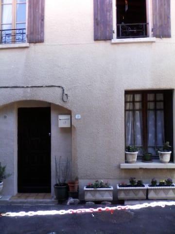 Maison de village atypique - Caudiès-de-Fenouillèdes - Stadswoning