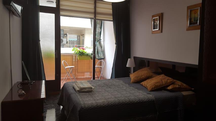 2 ROOMS  1 double and 1 simple near beautifulbeach - El Masnou - Leilighet