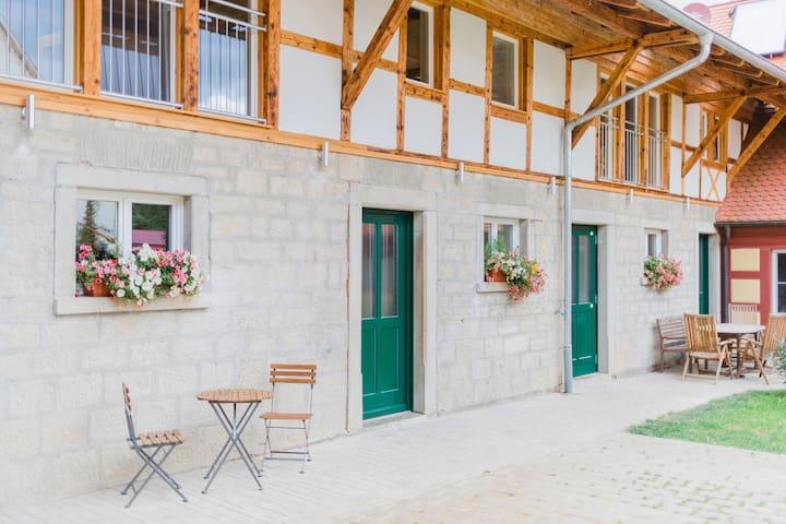 Traumhafte Ferienwohnung mit Bachlauf im Garten - Simmershofen - Lägenhet