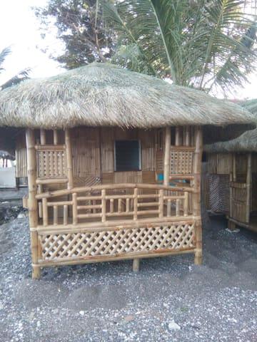 bamboo house on the magnetic beach - Катмон - Hus