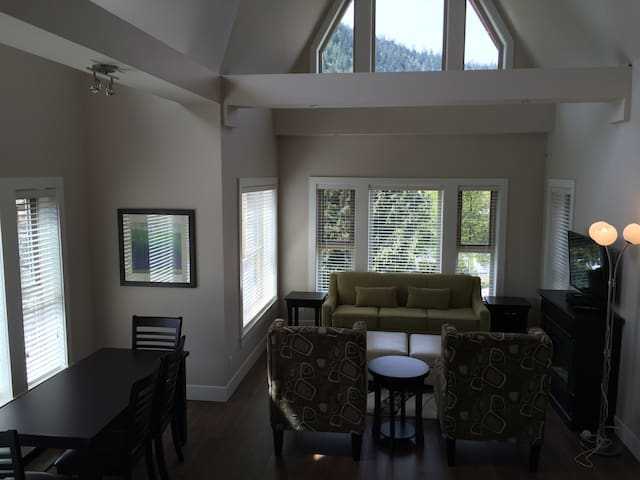 3 Bedroom Grand Suite - Mountain Views - Harrison Hot Springs - Apartemen