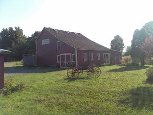 Coldwater Springs - a Repurposed 1795 Barn - Accord - Lainnya