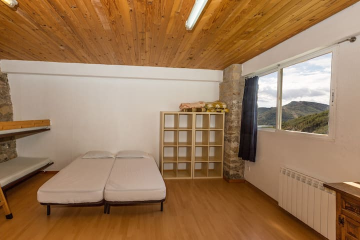 Alberg La Solana - B10 - Group/Family Room (6-8  adults) - Salàs de Pallars