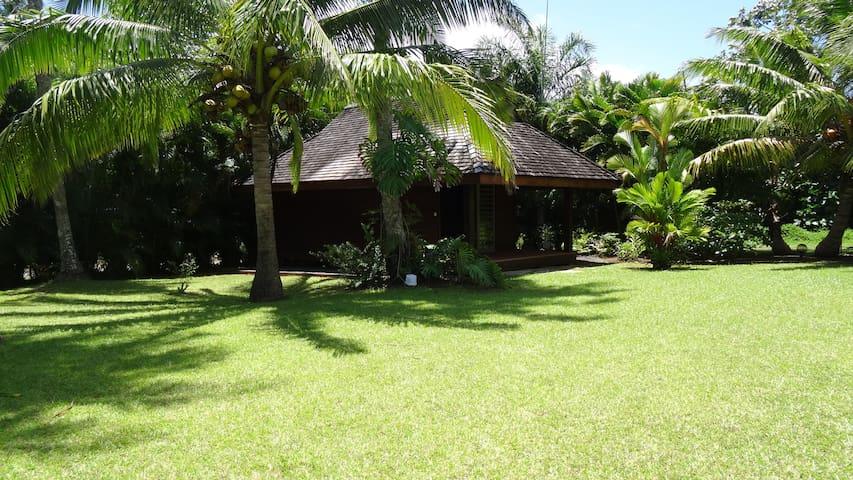 Bungalow dans jardin tropical avec piscine - Taravao - Cabana