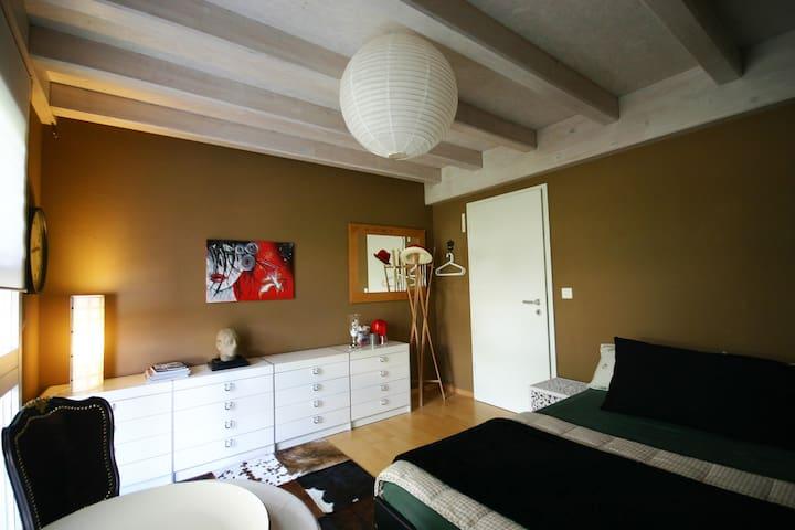 Zimmer für 1-(3)4 Pers.  5 Min. vom Murtenseeufer - Meyriez - Hus