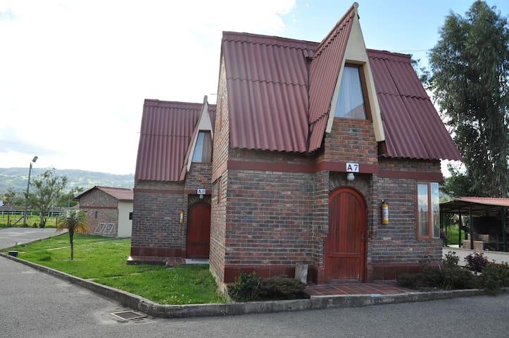 Cabaña familiar pequeña en Paipa (A7) - Paipa - 小木屋