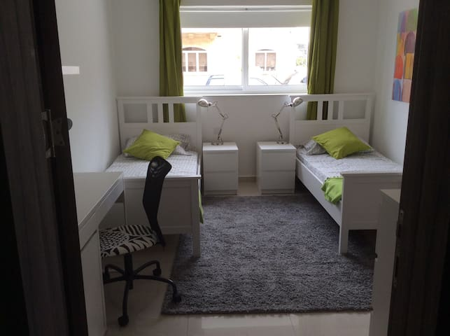 Bright new room near University and Hospital - San Ġwann