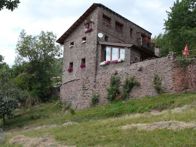 casa rural en pirineo.Sort. 1340m. hab. d+d - Soriguera - Huis