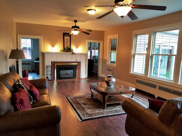 Historic Waterfront Completely Updated Home - Endicott - Casa