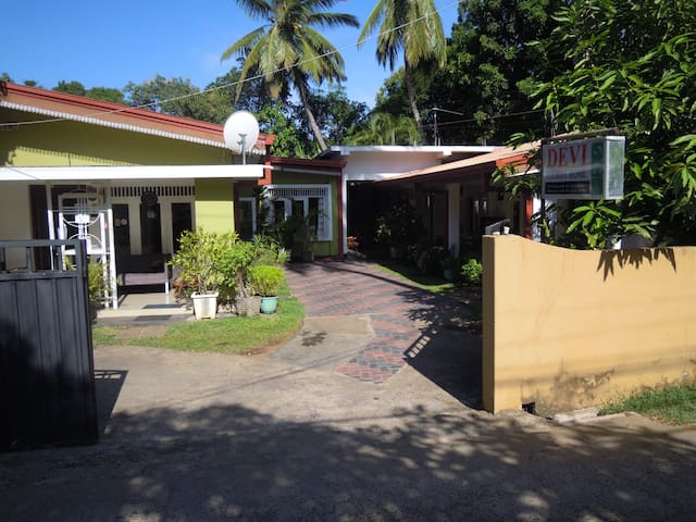 Devi Tourist Home-Triple Room - Polonnaruwa - Bed & Breakfast