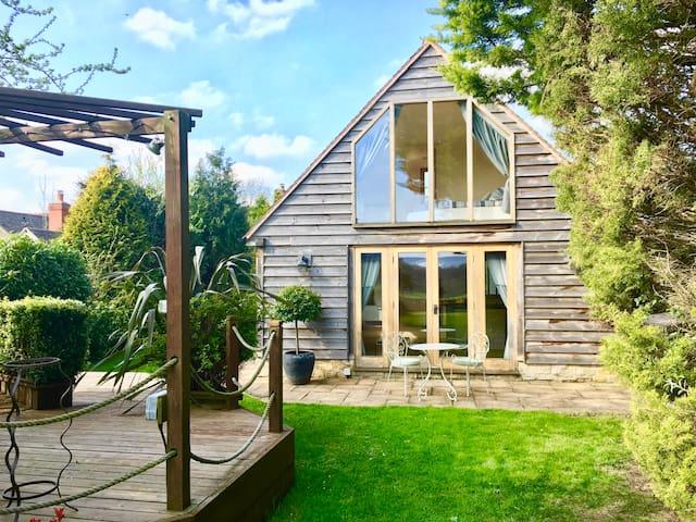 Lovely Garden Annex with Breathtaking Views - Long Hanborough - Gjestehus