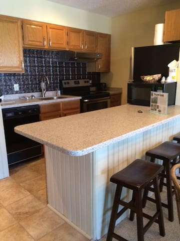 Refreshed Ski In/Out Condo on Burke Mountain - Burke - Appartement en résidence