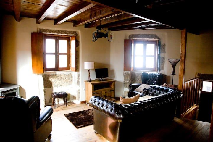 Casas do Mocho Sabugueiro Serra da Estrela - Sabugueiro - Huis