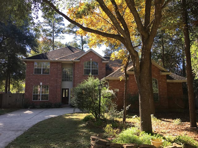 Comfortable and convenient home in The Woodlands! - Conroe - Hus
