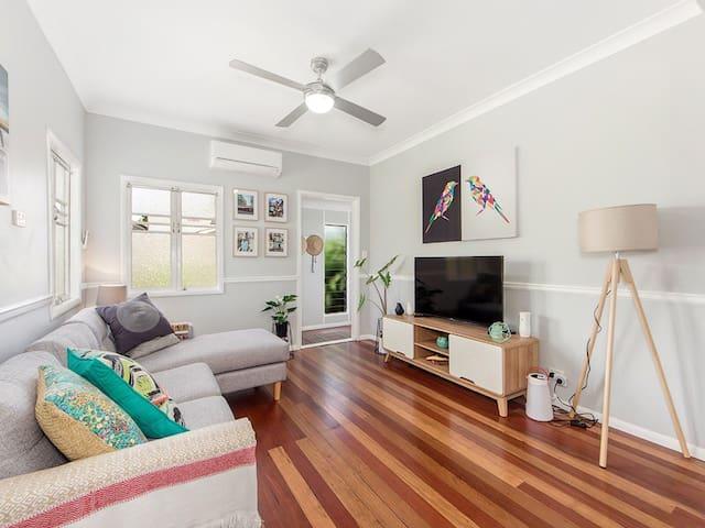 Modern Stylish 3BDRM House - Ipswich - Casa