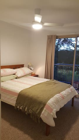 Quiet Retreat on Golf Course - Ngunnawal - Townhouse