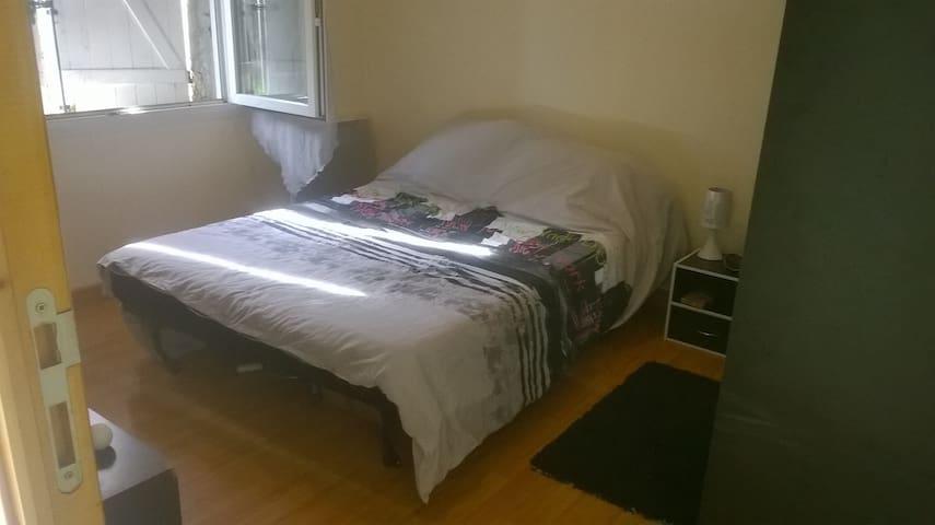 Jolie petite chambre dans environnement calme - Ambarès-et-Lagrave - Ev