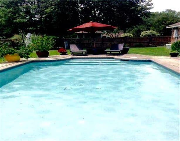 Deanna's Pool Palace - Biloxi