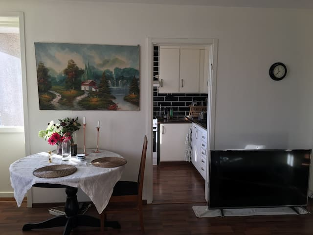 Cozy room available to rent in hill - Stockholm - Leilighet