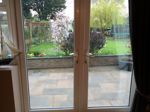 Sunny room, self contained. - Essex - Hus