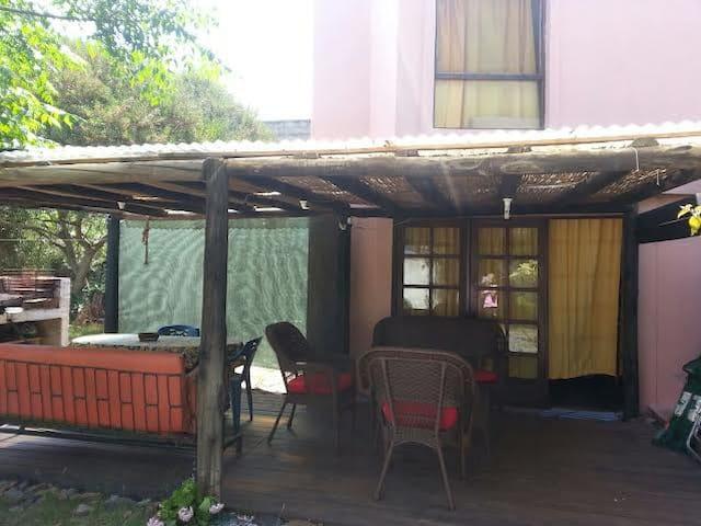 casa pequeña con gran terreno. - Piriápolis - Casa
