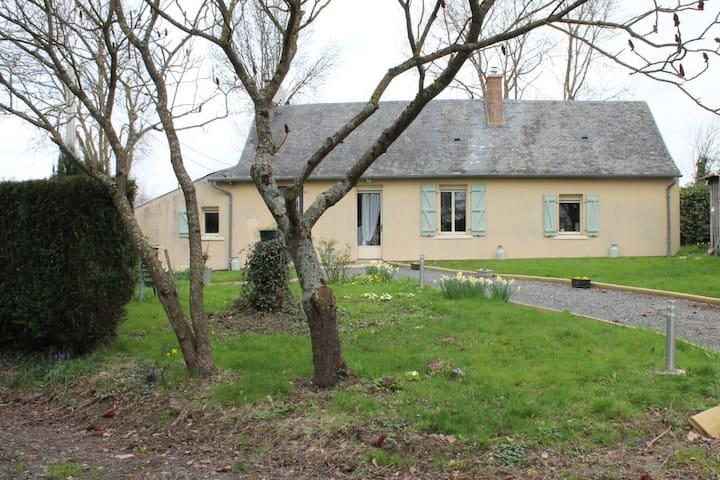 Maison de vacances avec grand jardin - Saint-Laurent-des-Mortiers - Ev