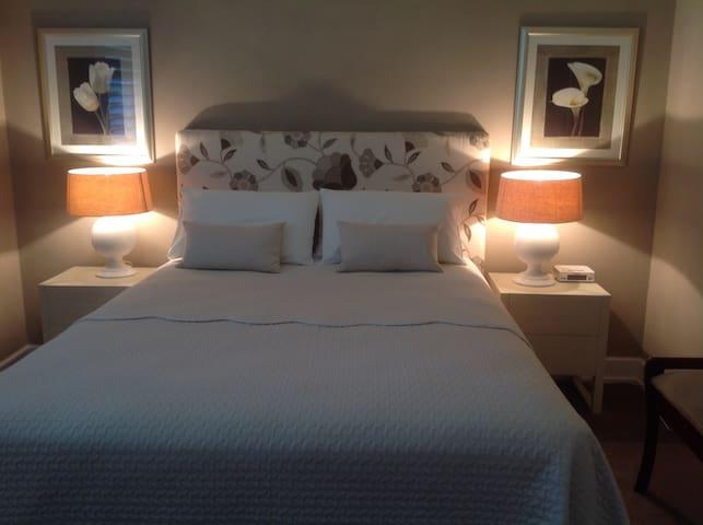Comfortable room in quiet location. - Naremburn