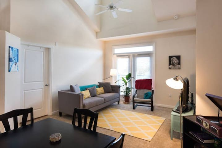 Upstairs Loft Open to Living Room! - Fairfax - Daire