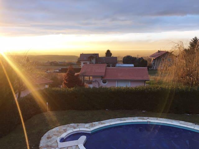 Villa avec piscine et vue Lac - Loisin - Casa