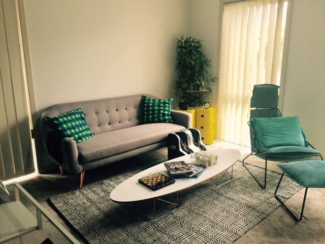 Cosy modern home in Newington - Newington - Huis